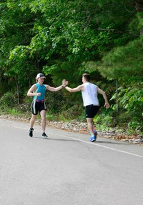 <b>High fives out on course </b>